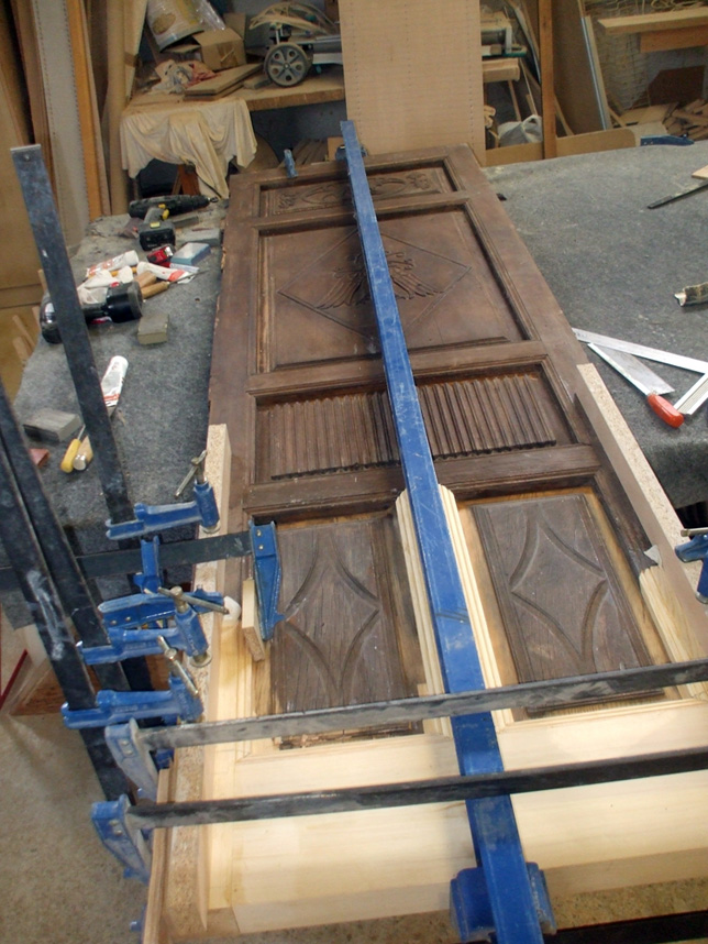 Restauraci n de muebles for Como restaurar una puerta antigua de madera